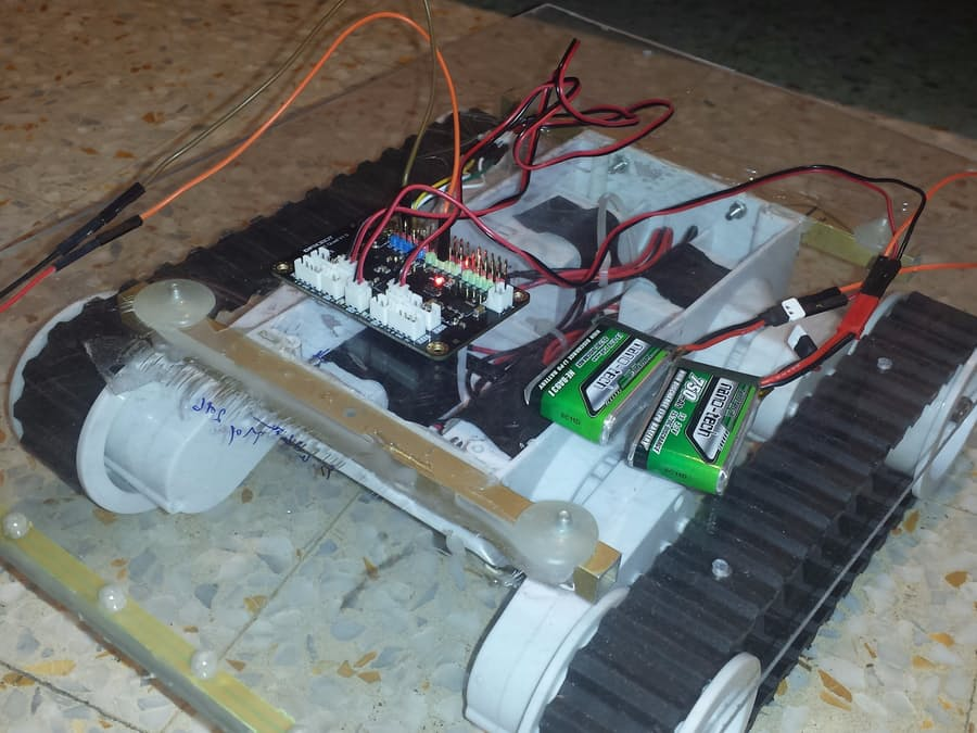 DIY BLE Control RC Rover (Powered by Romeo BLE Quard) - DFRobot