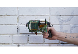This Arduino Gameboy Camera Printer Gun Exists