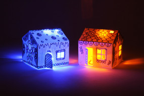 Glowing House Set - BARE Conductive