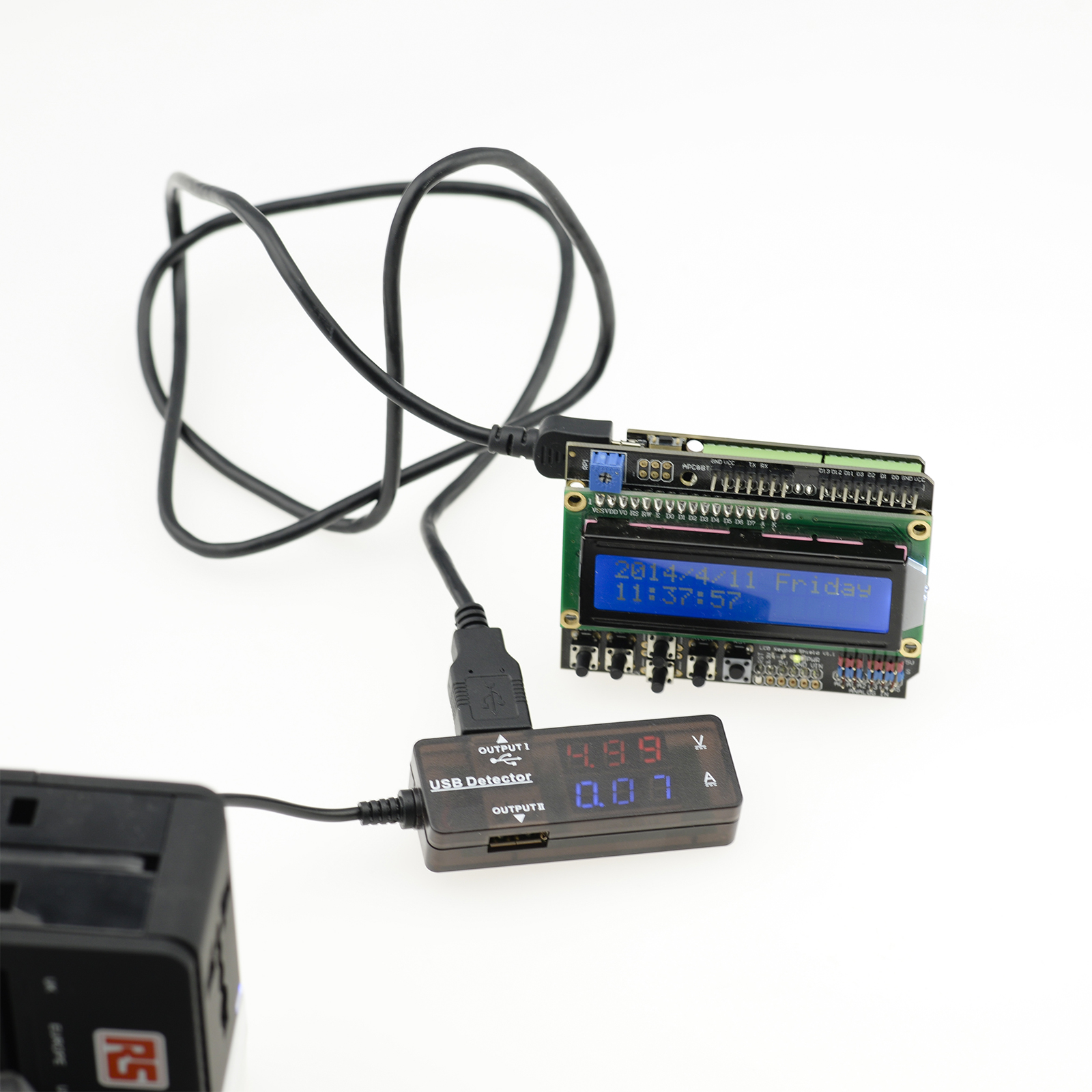 USB Power Detector displays charging voltage
